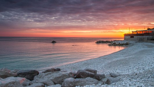 mattina portonovo spiaggia sassi